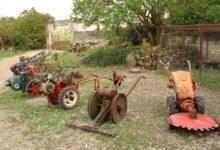 Collection de vieux matériel agricole
